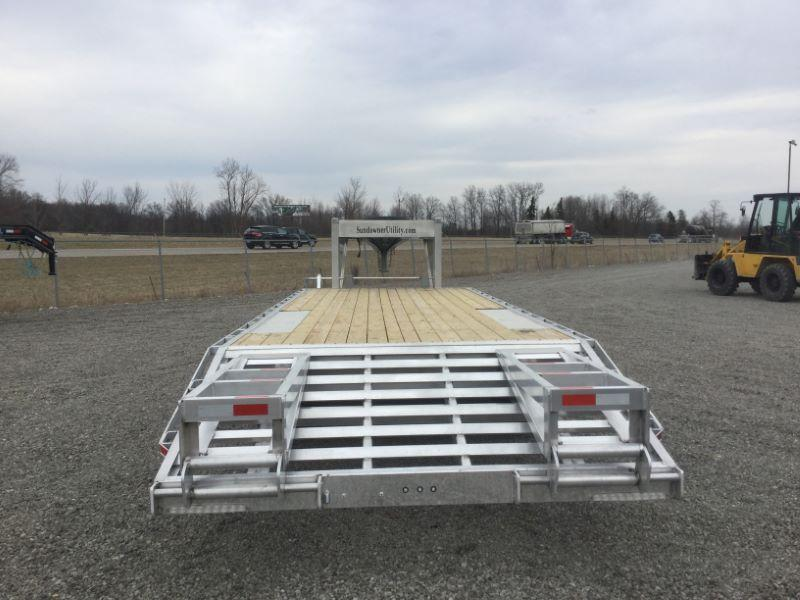 2017 Sundowner Trailers 25XLGN Equipment Trailer