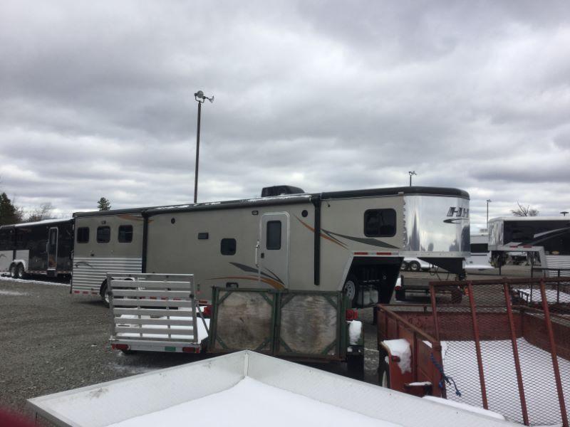2013 Hooser Horse Trailers 8315SL Horse Trailer