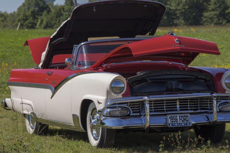 1956 Ford SUNLINER Car