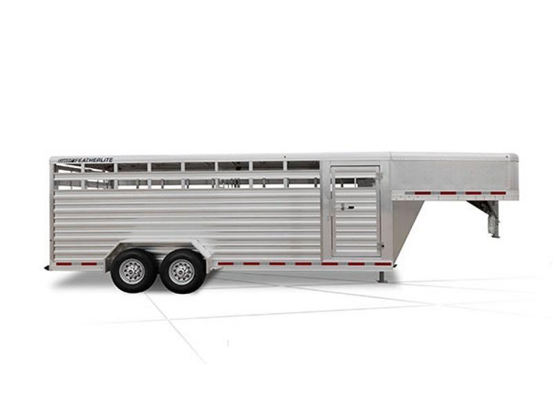 2018 Featherlite Trailers 8117 - 16ft - 1 gates