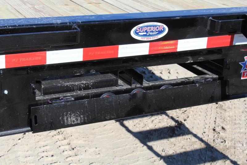 2019 PJ 40ft FD Gooseneck w/8' Slide In Ramps