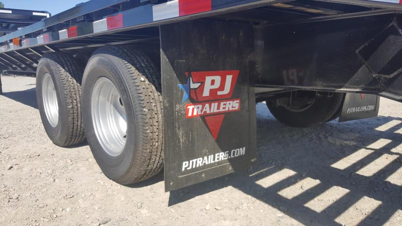 2018 PJ Trailers 32ft FD Gooseneck w/Flip Over Ramps