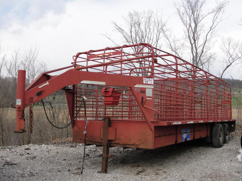 1998 Gooseneck 24ft Livestock Trailer