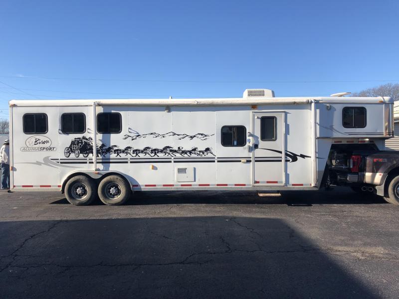 2004 Bison Trailers Aluma Sport 3 Horse Slant Trailer in Ashburn, VA
