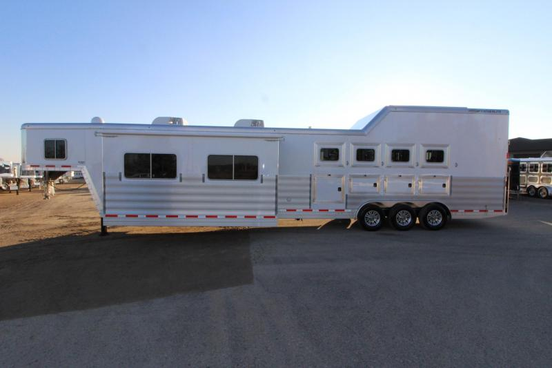 2018 Featherlite 8582 4HR 18.5 LQ Side Load Horse Trailer