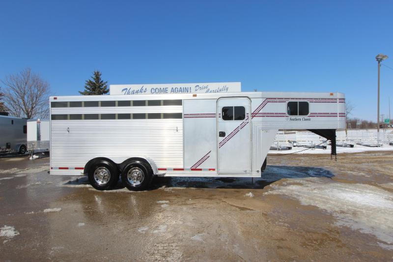 Used Horse Trailers | Featherlite Horse and Livestock Trailers