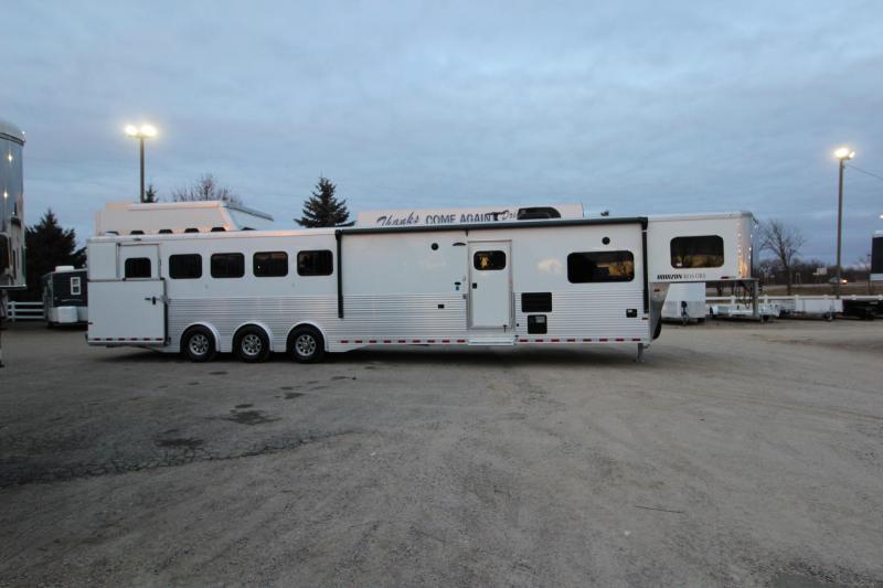 2019 Sundowner Trailers 5HR 16 LQ Full Rear Tack Horse Trailer