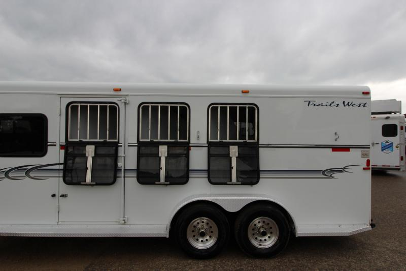 2002 Trails West Manufacturing 3HR GN Horse Trailer