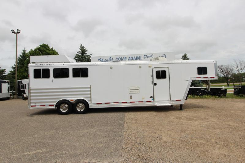 2015 Featherlite 3HR 13.5' LQ Horse Trailer