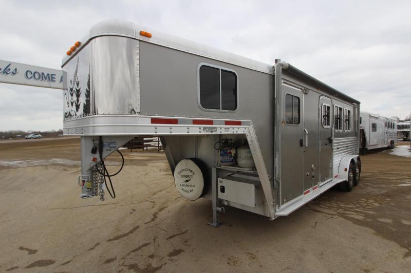 2005 Featherlite 8546 3HR Weekender Horse Trailer