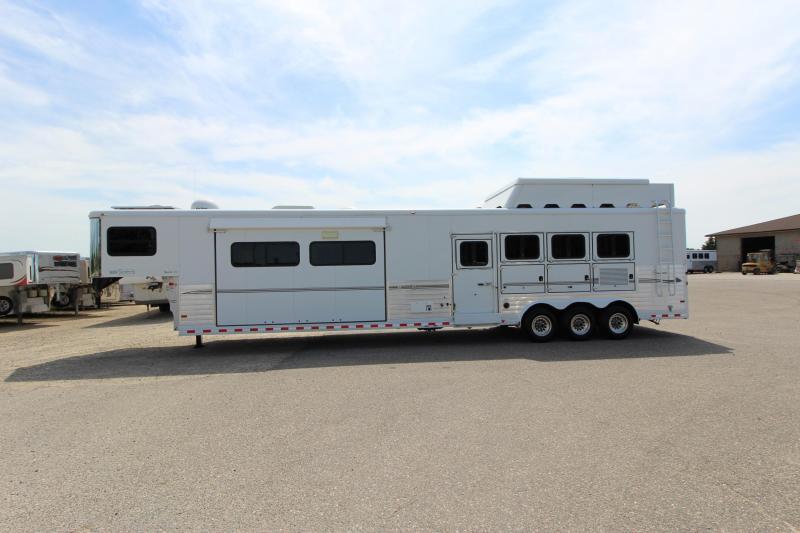 2008 Sundowner 4HR 18' LQ Horse Trailer