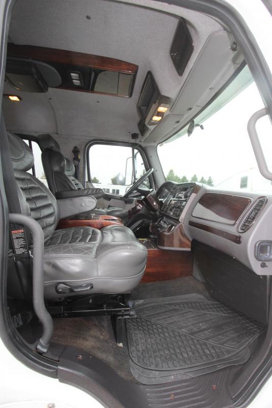 2004 Freightliner M2 Truck