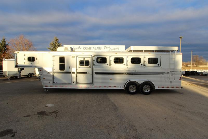 2001 Sundowner Trailers 5HR GN MT Horse Trailer