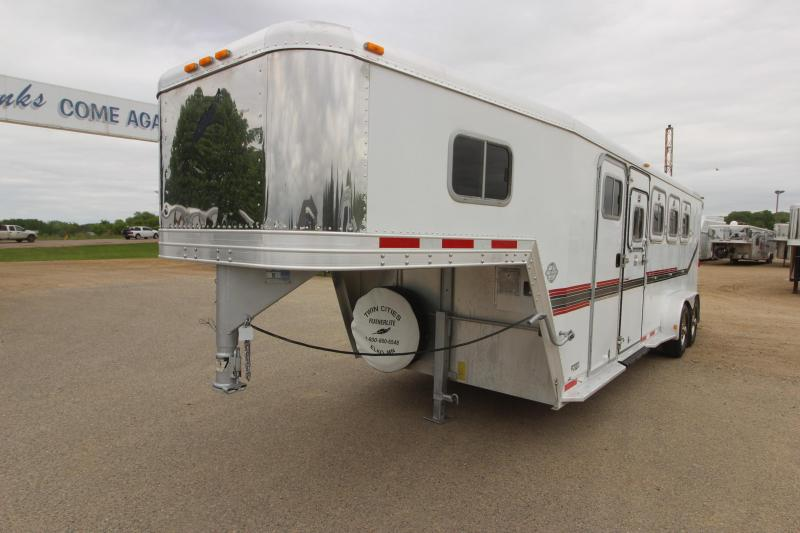 1998 Featherlite 4HR GN with 5' D/R Horse Trailer