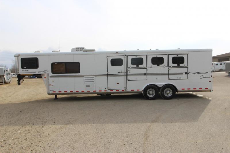 2005 Sundowner Trailers 727 4HR 10' LQ Horse Trailer