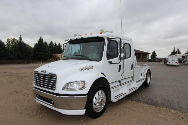2005 Freightliner M2 Sport Chasis Crew Cab Truck