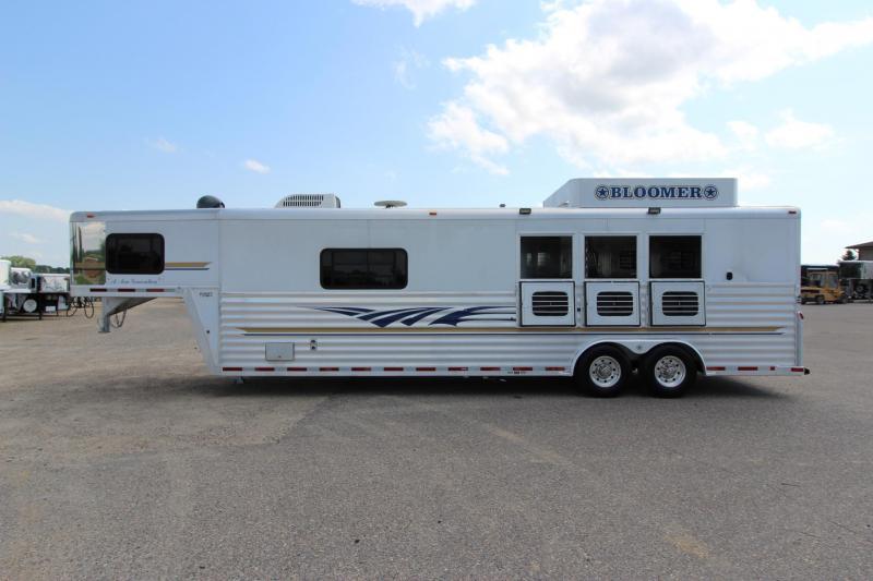 2002 Bloomer 3HR 14' LQ Bunk Beds Horse Trailer