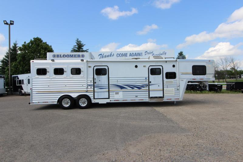2002 Bloomer 3HR 14' LQ Bunk Beds Horse Trailer
