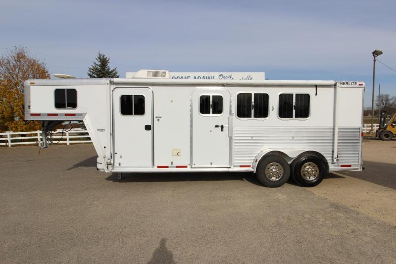 2005 Featherlite 3HR GN 4' LQ Horse Trailer
