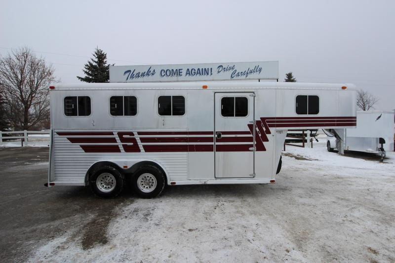 1992 Sooner 3HR GN Horse Trailer