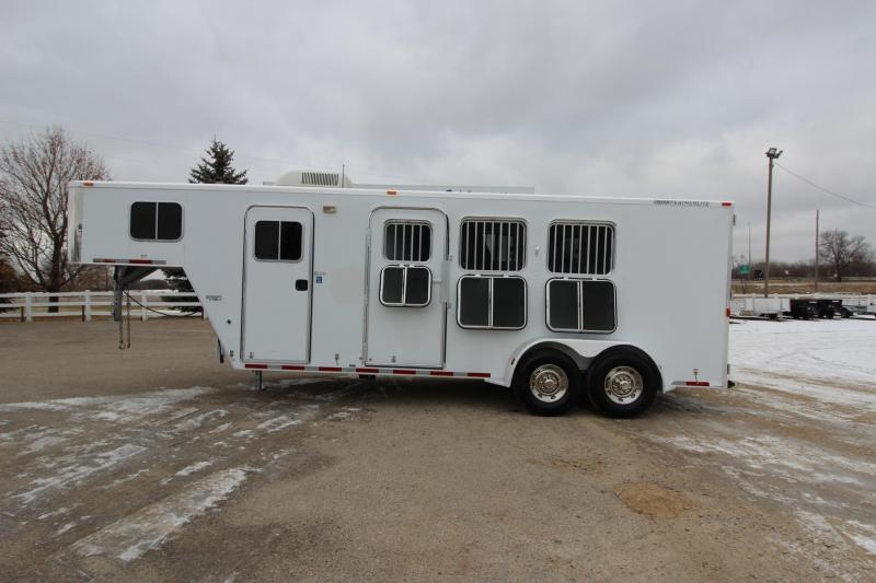 2006 Featherlite 3HR 5 LQ Horse Trailer
