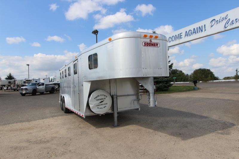 1995 Sooner 4HR GN Horse Trailer