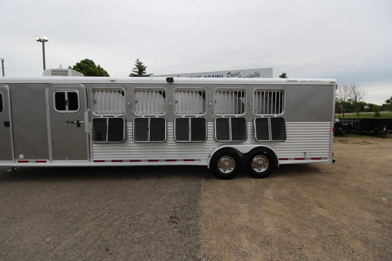 2006 Featherlite 6HR 6 D/R Horse Trailer