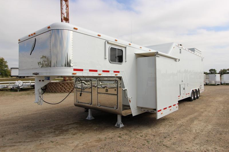 2000 Featherlite 4940 stacker with LQ Toy Hauler