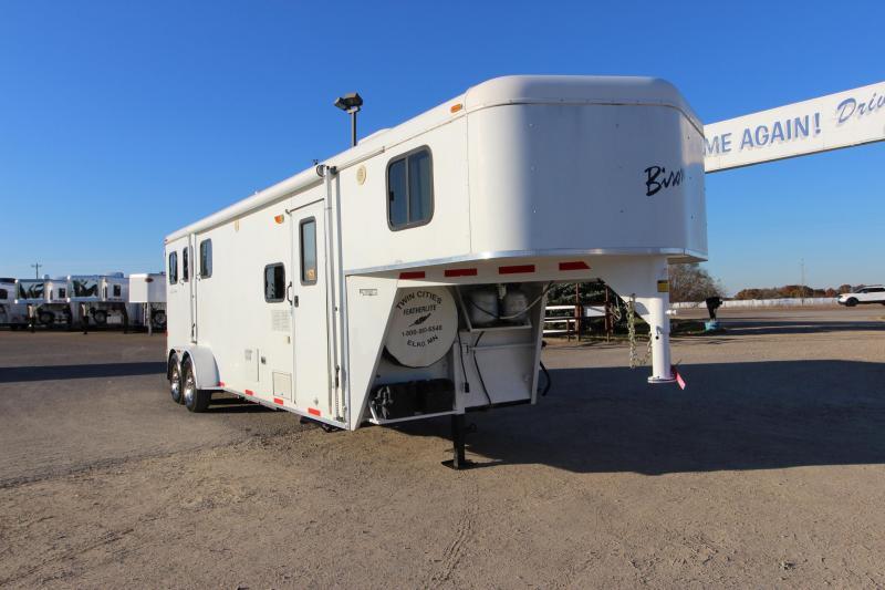 2007 Bison Trailers 3HR LQ Horse Trailer
