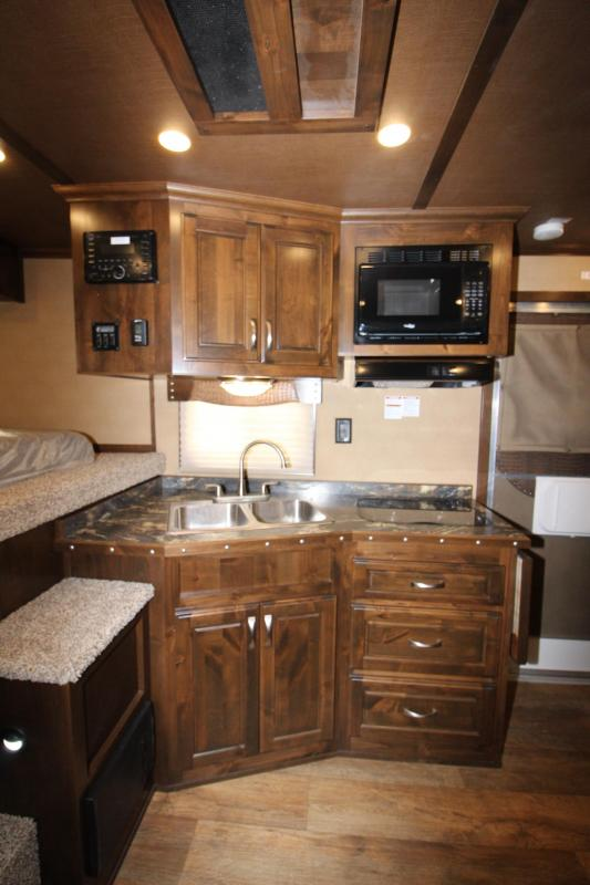 2018 Featherlite 3HR 11 LQ with slide Horse Trailer