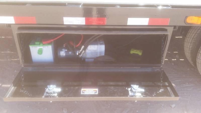 2019 Load Trail 32' Gooseneck w/ Hydraulic Dove Tail Oak Floor