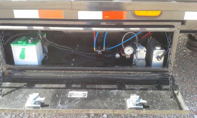 2018 Load Trail 102 x 40' Air Ride W Lift Axle Disc Brakes