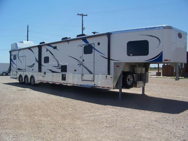 2019 Sundowner 4886OM Toy Hauler