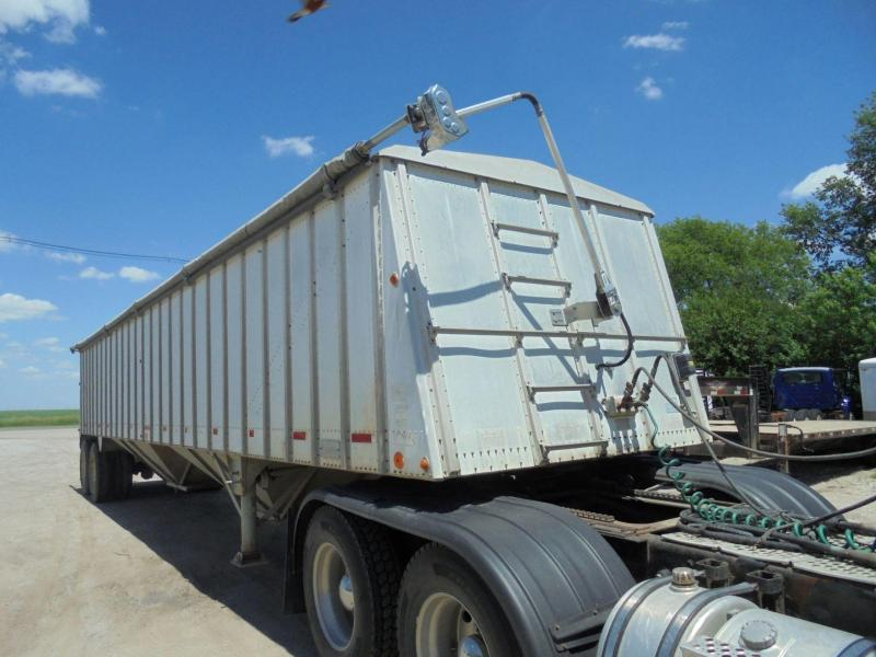 1981 Merrit Trailers HOPPER BOTTOM Grain Hopper