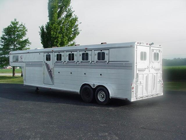 1989 4-Star Trailers 5H GN Mid Tack Ramps Horse Trailer