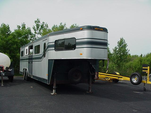 1993 Trail-Et Illusion 6H Head to Head GN Horse Trailer