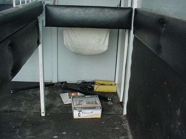 1997 Merhow Verylite   2H BP Straight Load w/ Ramp and Dressing/Tack Room