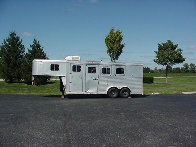 1996 Sooner 3H Weekender Horse Trailer