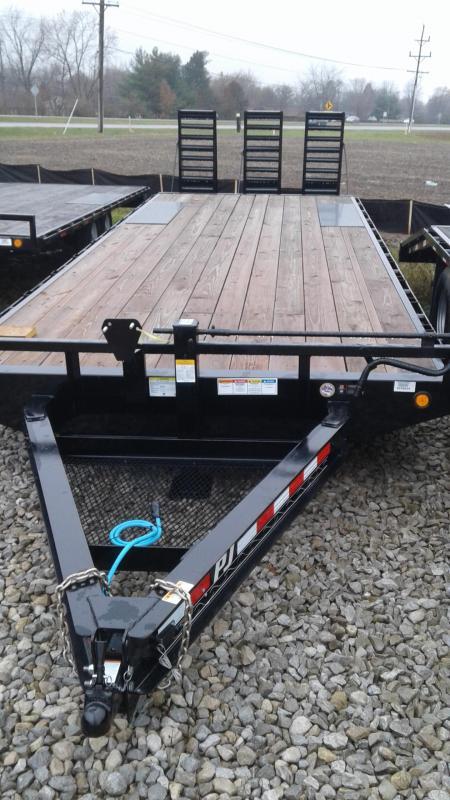 2019 102x26(22+4' Dovetail) PJ Trailers F8 Flatbed Trailer - w/ 3 Flip-over Ramps (GVW: 14000)