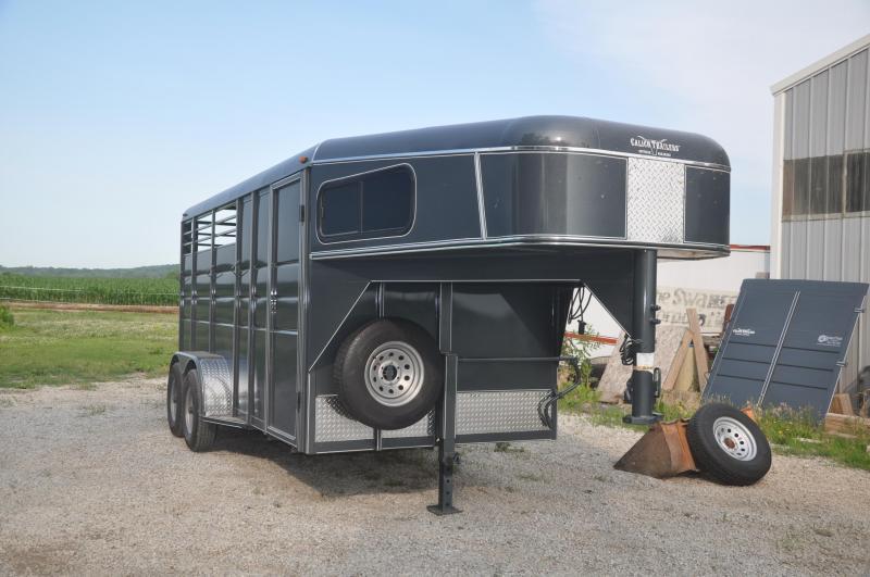 2019 Calico Trailers 3 HORSE SLANT LOAD GN Livestock Trailer