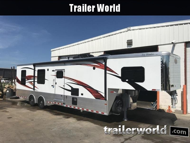 2019 Sundowner 3886OM Toy Hauler
