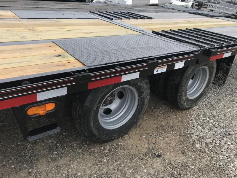 2019 Diamond C FMAX210 32' Hydraulic Dovetail Gooseneck Flatbed Trailer