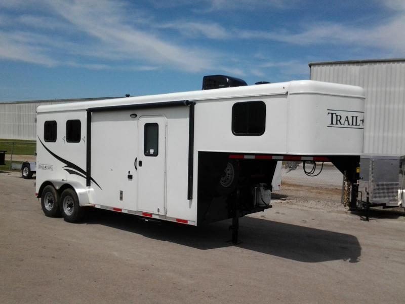 Bison Horse Trailers >> Home Page | Trailer World of Bowling Green, Ky | New and Used Kentucky Trailer Dealer