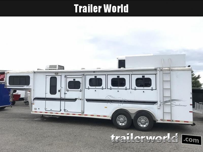 2000 Sundowner Living Quarters Horse Trailer in Ashburn, VA