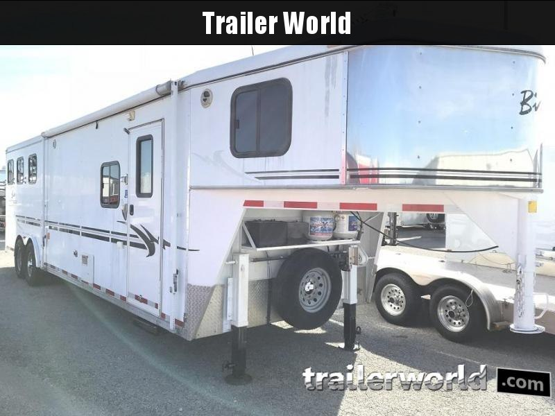 2004 Bison Aluma Sport Living Quarters 3 Horse Trailer in Ashburn, VA