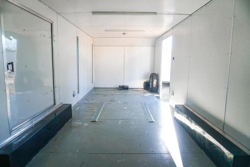 2000 Classic Manufacturing Dominator Car / Racing Trailer