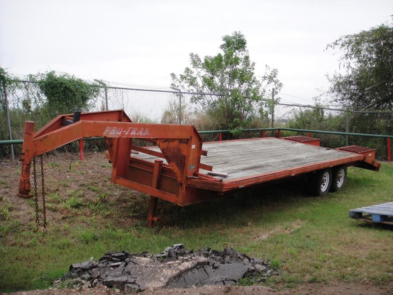 2004 102 X 25 DOVE TAIL Equipment Trailer