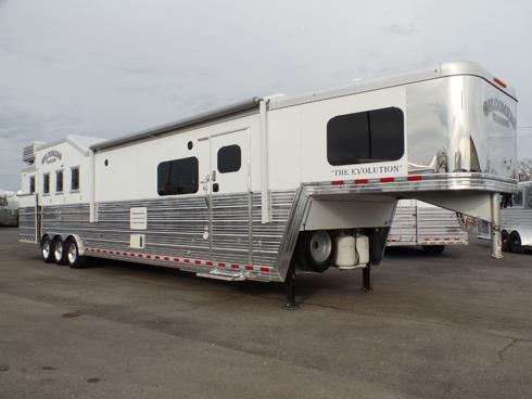 2017 Bloomer 4 Horse PC Load 16.5ft Short Wall Horse Trailer