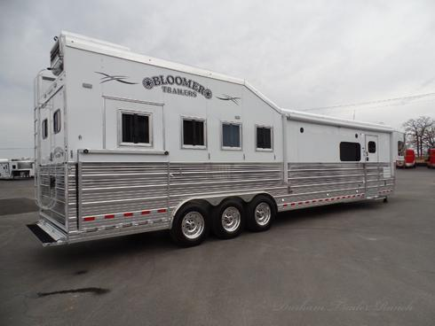 2019 Bloomer 4 Horse PC Side Load 17.5ft sw Horse Trailer