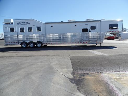 2016 Bloomer 4 Horse PC Load 17.5ft sw Bunk Beds Horse Trailer